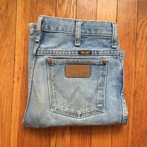 Distressed VTG Wrangler Jeans Leather Logo Patch